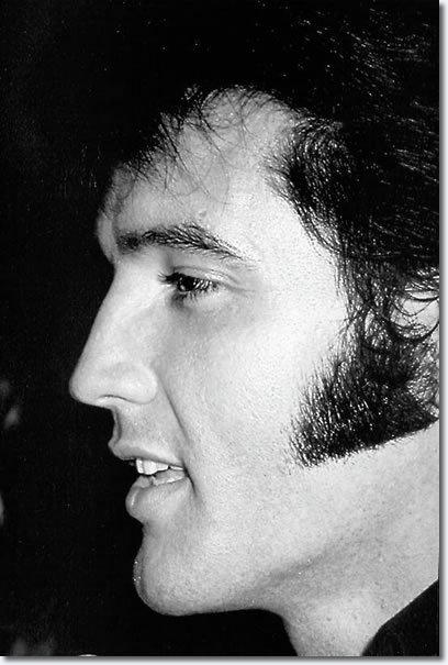 Elvis-1969-elvis-presley-7905443-408-605