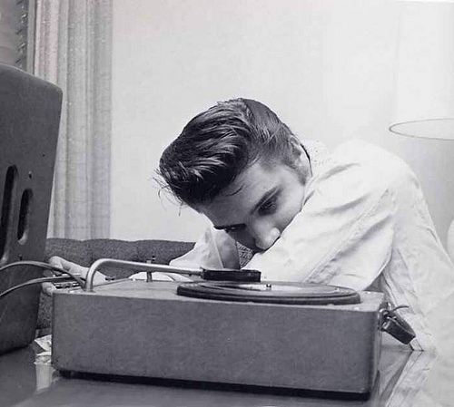 Elvis-Listen-Music-In-His-Room-In-Spring-1956-elvis-presley-9207473-500-449