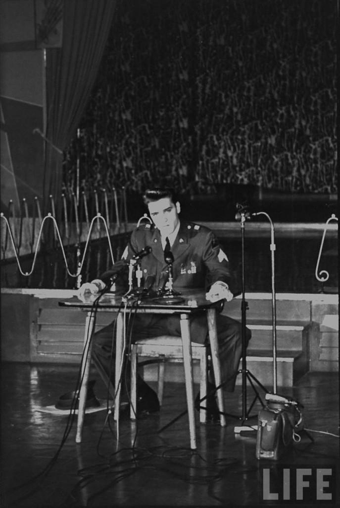 Elvis-Presley-elvis-presley-8655588-859-1280