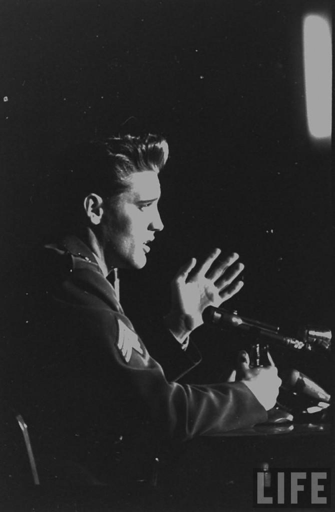 Elvis-Presley-elvis-presley-8655611-837-1280