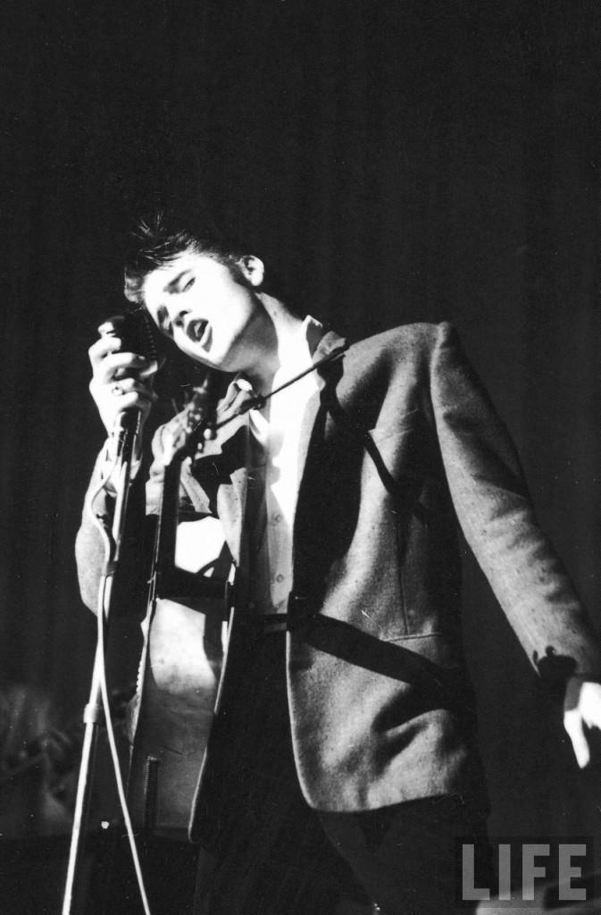 Elvis-Presley-elvis-presley-8655776-842-1280