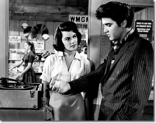 Elvis-Presley-with-Judy-Tyler-in-JAILHOUSE-ROCK-elvis-presley-9200029-508-401