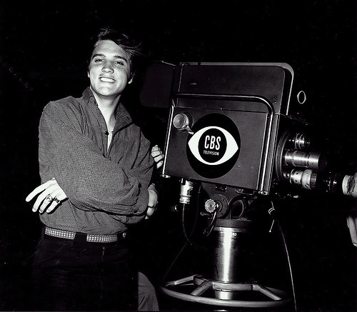 Elvis-backstage-CBS-Television-1956-elvis-presley-9202686-500-437
