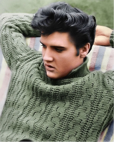 Elvis-relaxing-on-the-set-of-Jailhouse-Rock-movie-1957-elvis-presley-9203371-400-500
